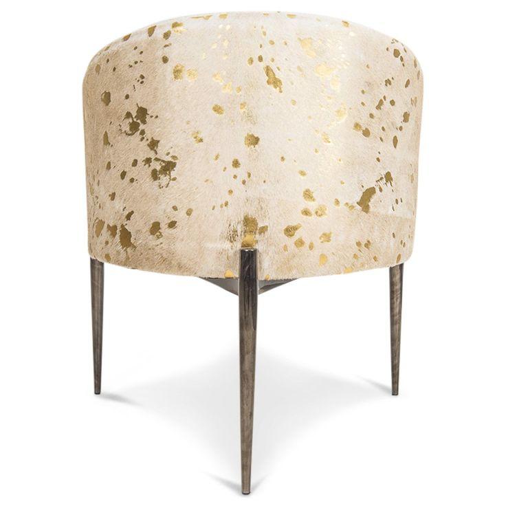 Les 25 meilleures id es de la cat gorie chaise en peau de for Vache decorative interieur