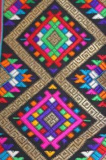 Close-up of supplemental weave of Heirloom kira