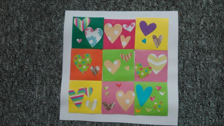 Mozaika z barevných papírů a srdíček vyražených raznicemi.