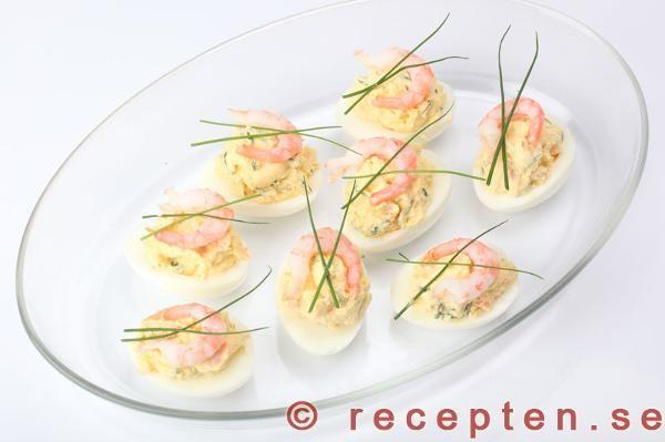 Recept - Ägg fyllda med pepparrot och räkor - förrätt