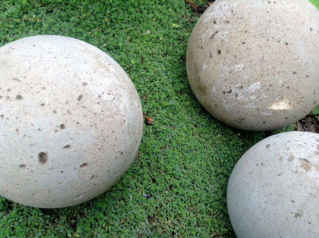 Diy concrete garden globes for my rock garden!  Hope i can find a really large glass globe for some big ones...