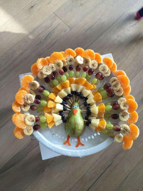 Idée présentation fruits en forme de paon pour goûter anniversaire enfants
