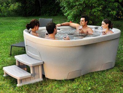 Unique Ein Whirlpool f r den Garten Das Design der Interline Spa Roto Molded wurde von europ ischen