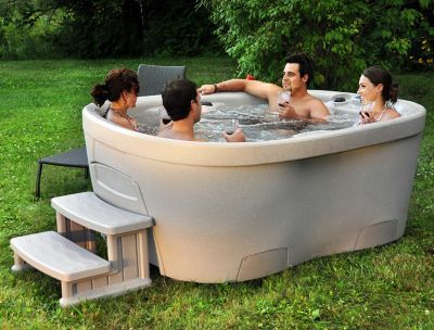 Ein Whirlpool für den Garten! Das Design der Interline Spa Roto Molded wurde von europäischen Badewannen-Designern beeinflusst und betonen die weichen Kurven.