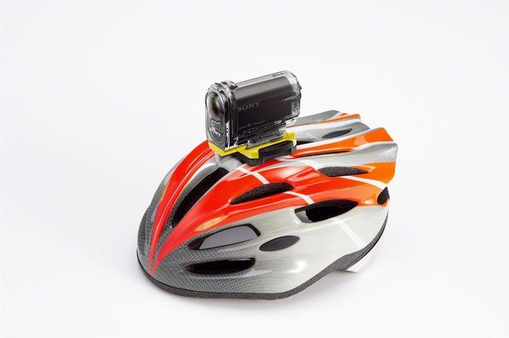 Tip: Ajusta el http://#ActionCam en tu casco con la montura adhesiva y graba todas tus http://#aventuras.