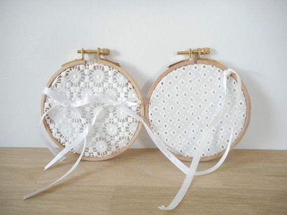 Porte alliances - Mariage - Tambour à broder - tissu guipure rond blanc - rubans satin blanc