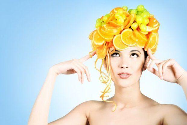 Jeśli macie w domu jajka, oliwę z oliwek, cytrynę lub olejek rycynowy -  nie powinniście się długo się zastanawiać! Z prostych kuchennych  składników sami możemy w zaledwie 5 minut zrobić skuteczne maseczki do  włosów.