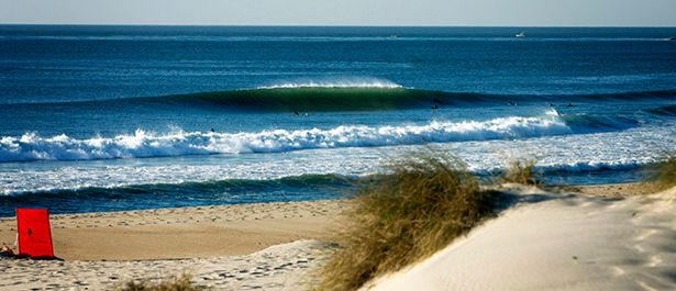 A Praia de Mira, é uma praia emblemática do centro de Portugal muito procurada pela comunidade veraneante, surfista e claro, de amantes de desportos do mar que procuram muito esta praia pelas condições que apresenta ao longo do ano. A Praia de Mira tornou-se oficialmente no ano de 2016 a única zona balnear marítima do mundo a receber durante 30 anos consecutivos a Bandeira Azul, galardão que distingue a qualidade das praias.