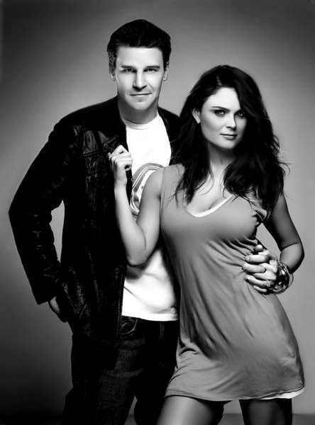 "David Boreanaz and Emily Deschanel, a.k.a. Agent Seeley Booth and Dr. Temperance ""Bones"" Brennan in the TV show Bones. This is a HOT picture of Emily, oh my god!"