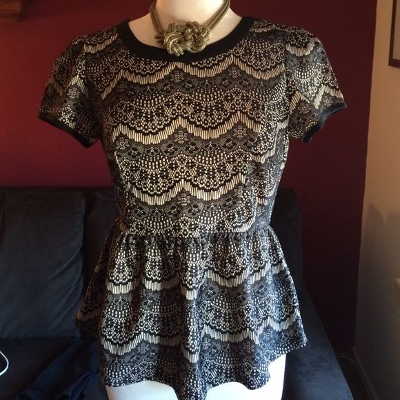 """Black and Cream Short Sleeve Top Cute short sleeve blouse zips up the back and has a slight flare at the waist. Looks great with black pants and jeans. Very versatile piece. Measures 25"""" inches long and 18"""" inches armpit to armpit. Tops Tees - Short Sleeve"""