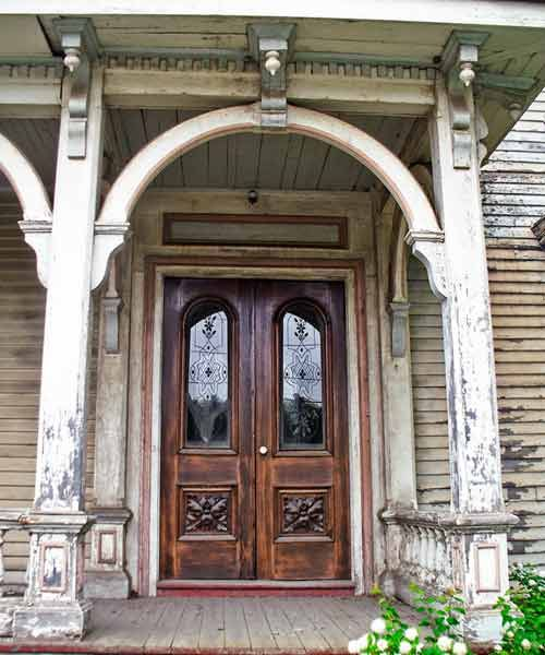 Save this old house Frankfort, Main Italiante and Second Empire house style entry with archways, double doors with etched glass.