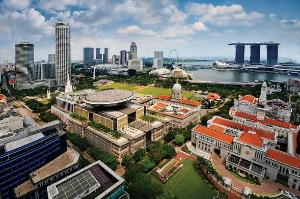 Civic District, Singapore| 2-Night Singapore City Stopovers | Distant Journeys | http://www.distantjourneys.co.uk/blog/4-delights-that-await-you-in-singapore/