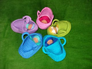 Small crocheted dolls for girls. Free pattern.