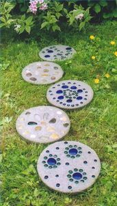 How to Make Garden Stepping Stones With Quikrete- upside down directions. Good inspiration for gem designs.