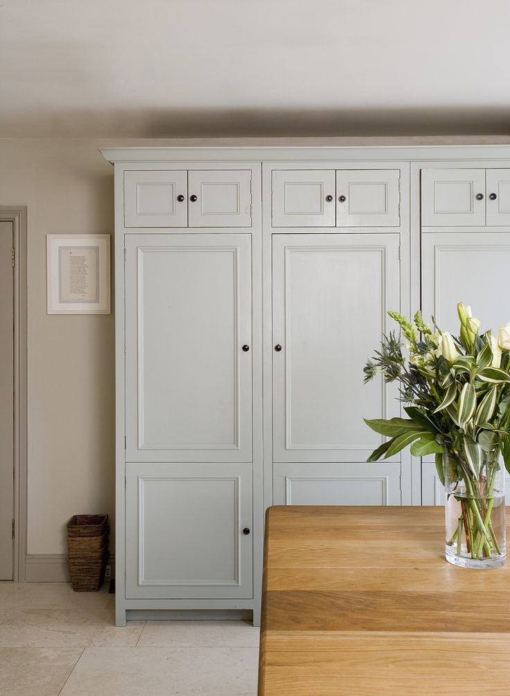 Chichester larder cabinets #CleverStorage #ChichesterKitchen #Kitchen #NeptuneKitchen www.neptune.com