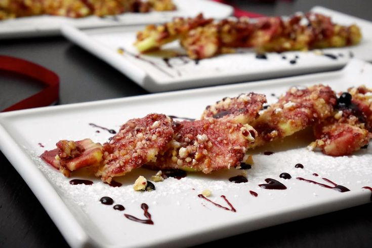Mele alle nocciole con salsa al vino rosso