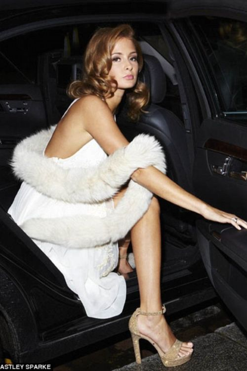 Made in Chelsea's Camilla Mackintosh in this glamourous vintage outfit with a modern twist... Fur & cars Добавь, ставь нравится, поделись. Add, Like, Share! #furonline #furfashion #furstyle