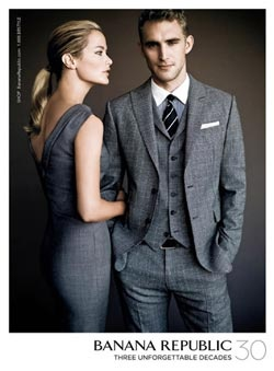 this pose only works for couples close to the same height...finally people are thinking about this! Newsflash: Not all Women are short and not all Men are tall. who knew? shocker