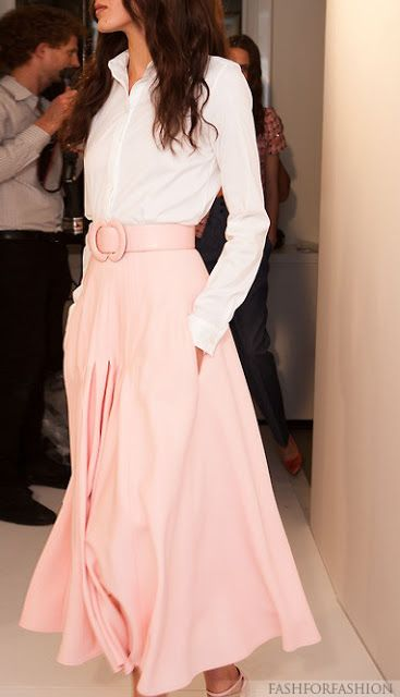 Classic, Oscar de la Renta. This skirt is awesome! If long skirts are in this year I may wear them :)