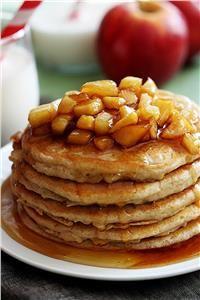 Οι πιο ζουμερές τηγανίτες με μήλο και μέλι!