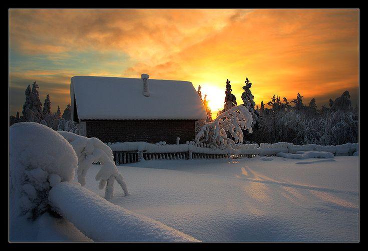 winter (small house in village). Author: etoglyuk