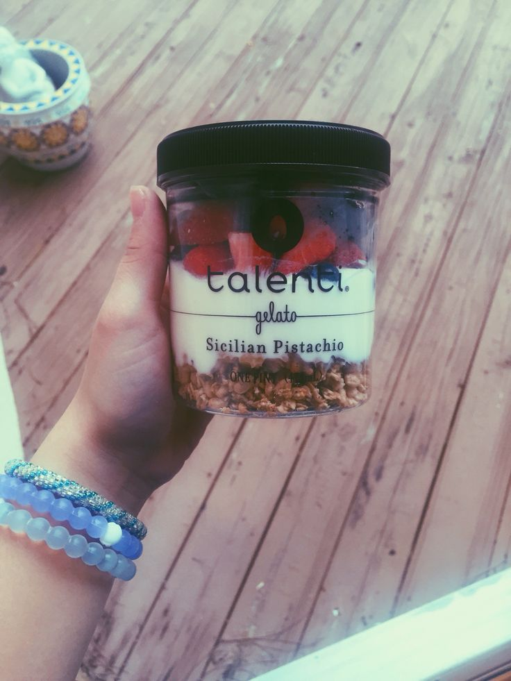jubelam // breakfast yogurt parfait in talenti jar