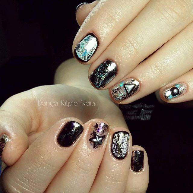 Космическая тема 🌌 Символы 🔺⭐⚪ появились не случайно,а как ассоциация к фантастическому роману. #nails #nailart #beauty #мастер_маникюра_спб  #спб #гель_лак #laque_gel #naildesign #рисунки_на_ногтях #gelpoint #модныйманикюр #маникюрсегодня #маникюрдня #маникюр_спб_просвещения #nailpolish #маникюр #акрил #наращивание #manicure #shellac #ногтиспб #красивыйманикюрспб #гелевыелаки #лаки #красивыеногти #люблюсвоюработу #модныеногти #ручнаяроспись