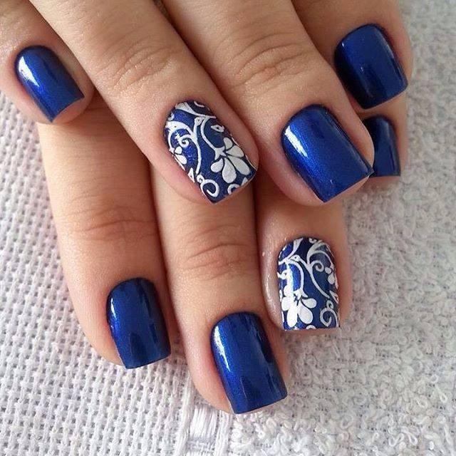 Seleccionamos más de 30 ideas para lucir una manicura en azul de tendencia y muy original