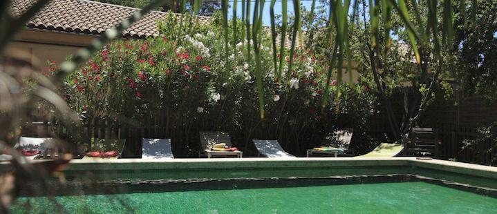 Lofts in pezenas, met zwembad en groene oase dichtbij een gezellige stad. Languedoc.