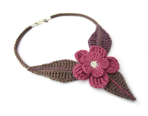 Uncinetto collana girocollo fiore fucsia, grigio tortora, orchidea, Fiore collana di cotone all'uncinetto, romantico, paese, collana foglia, regalo di Natale per lei