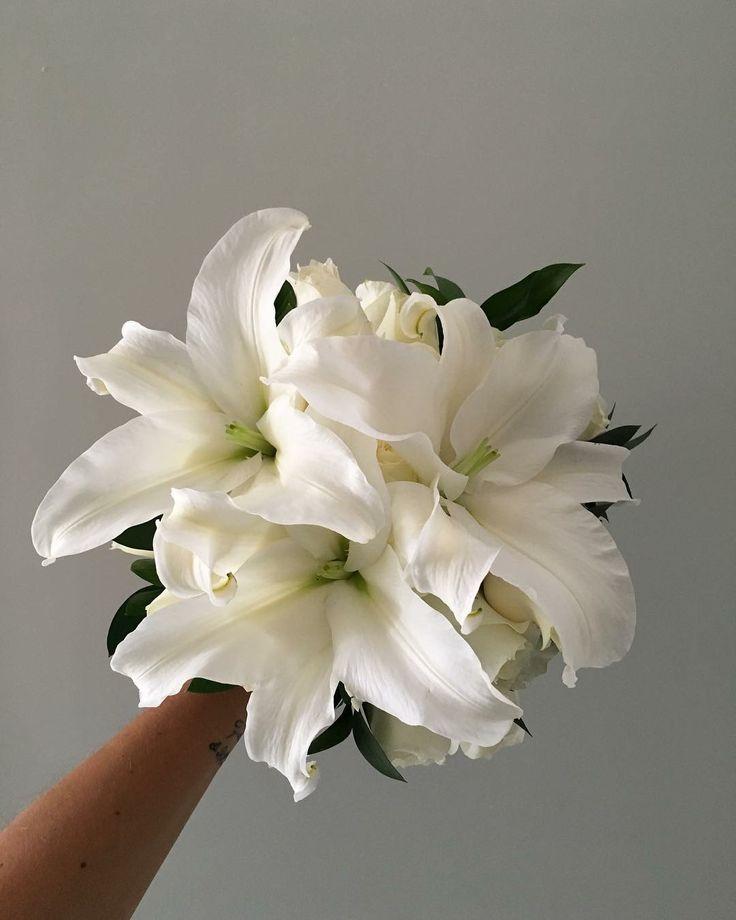 CBR454 wedding Riviera Maya white Casablanca lilies bouquet/  ramo de Casablancas