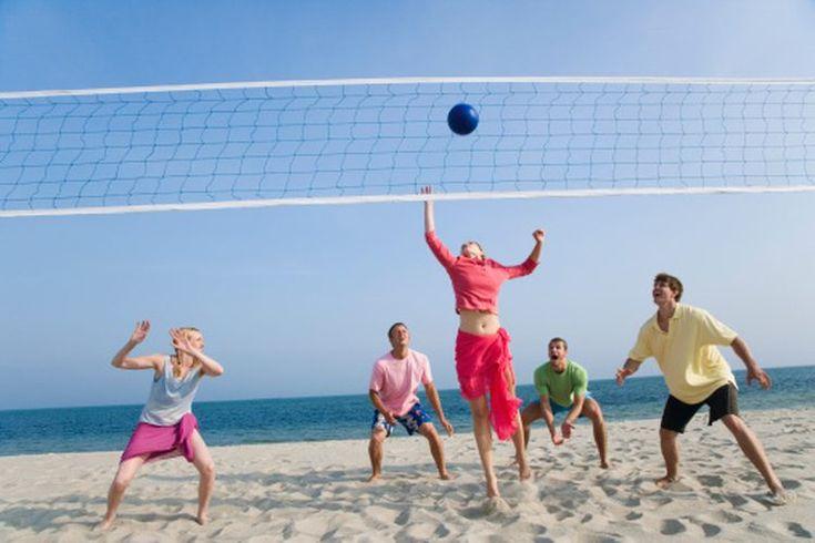 ¿Cuándo se inició el juego de voleibol ?. El juego de voleibol es disfrutado por millones de personas en todo el mundo. El primer campeonato mundial se celebró en 1949 en Praga, Checoslovaquia. El debut olímpico de este deporte fue durante los Juegos Olímpicos de Tokio en 1964. En 1996, se añadió ...