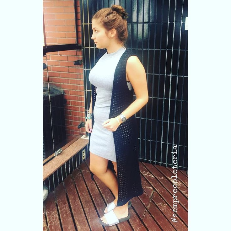Nosso vestido básico cinza + nosso maxi colete de tricô = 😍💗💥🌈✌🏻🙌🏻 #semprecoleteria #coleteria #maxicolete #colete #coletefeminino  #coletedetrico #trico #tricot #coletepreto #vestidobasico #vestidocinza #saidadepraia #ootd #lookdodia www.coleteria.com.br