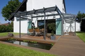 Een terrasoverkapping van Solarlux geeft een nog luxere uitstraling aan uw terras.Wij leveren zowel aluminium als houten terrasoverkappingen. Informeert u geheel vrijblijvend naar onze onbegrensde mogelijkheden of maak een afspraak met één van onze adviseurs.   Breng een bezoek aan onze informatieve showroom waar veel modellen voor u staan opgesteld.  De koffie staat klaar!! U bent van harte welkom!