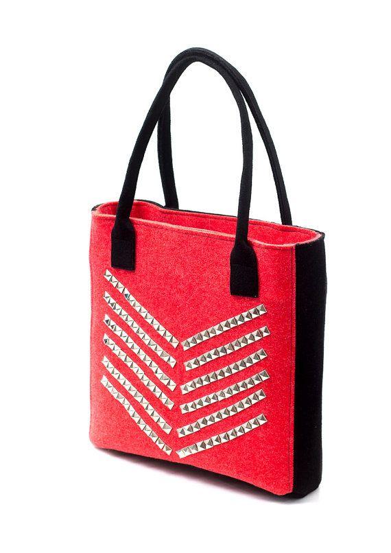 Red and black felt bag with studs Anardeko by Anardeko