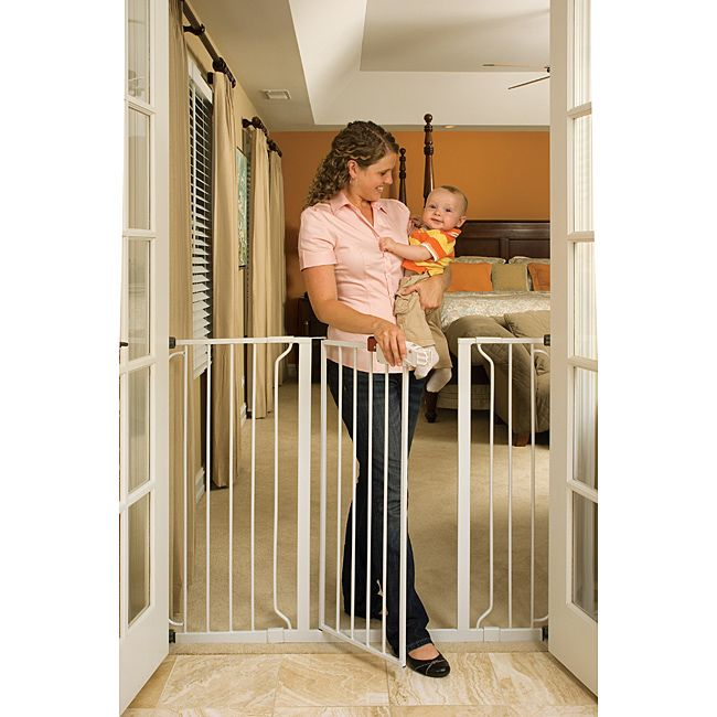 This Regalo extra-tall safety gate features an easy to set up pressure mounting system with a convenient one touch release and safety lock. Extension kits and wall mounts for added security are included.