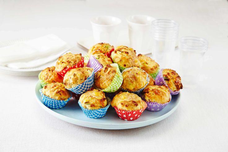 Matmuffins med salami og vårløk. Populær skolemat å ha med i sekken. 1 porsjon…