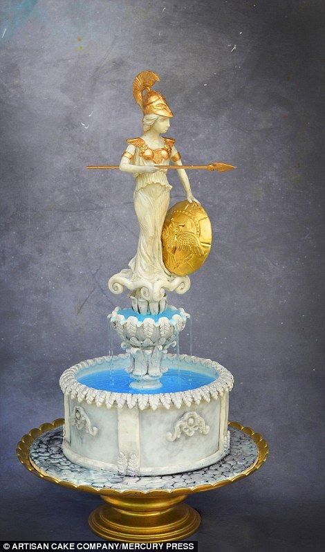 Another cake maker managed to recreate a statue of the goddess Athena...