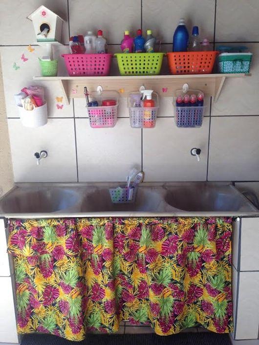 Na lavanderia as cestas servem para agrupar embalagens iguais ou os produtos de limpeza com uso semelhante - Ademilar