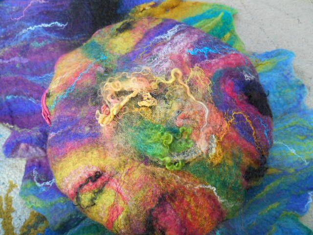 Sommerblume Yogakissen  Preis € 65 erhältlich auf www.ethnoart.at