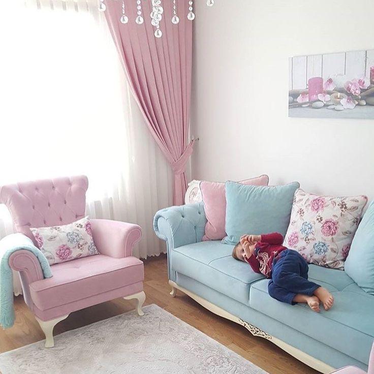 7 yıllık evli, bir de 3.5 yaşında oğlan annesi Elif hanımın evinde iç açıcı ve sıcak bir dekorasyon hakim.. Pembeyi, özellikle de pembenin mavi ve beyazla uyumunu çok seven ev sahibimizin evinde en se...