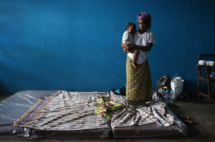 Así se vive en una zona de aislamiento por ébola en África (FOTOS)