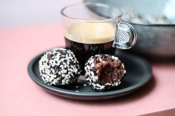 snickersbollar-paleo-recept-chokladbollar-kakao