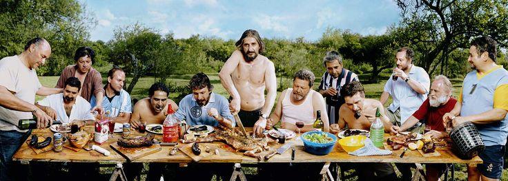 Revista Ojos Rojos. Imagen del fotógrafo argentino Marcos López perteneciente a la serie Sub-realismo criollo.