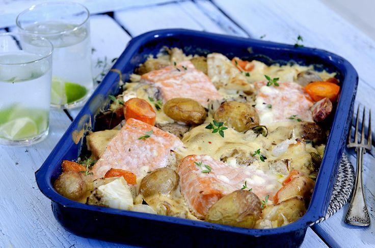 Laks og rotgrønnsaker i langpanne  - Brukte fullkorscouscous istedet for potet  - Kan lages mesteparten dagen før :)