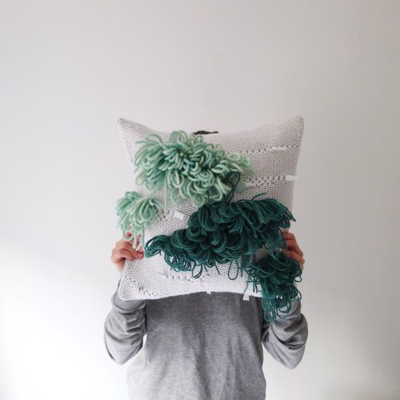 Coussin tissé / / woven cushion