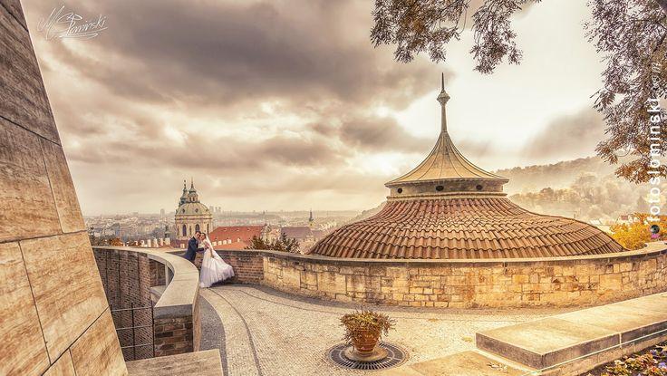 Fotograf Fotograf ślubny Słomiński Wrocław @fotoslominski - #ZdjęciaSłomińskiego - Fotografia ślubna.  Sesja ślubna za granicą wcale nie jest droga. Wystarczy odrobina chęci i można mieć piękne zdjęcia ślubne na przykład z Pragi. To pięknie miasto które znajduje się bardzo blisko Wrocławia i oferuję wszystko to co powinna zawierać sesja ślubna.