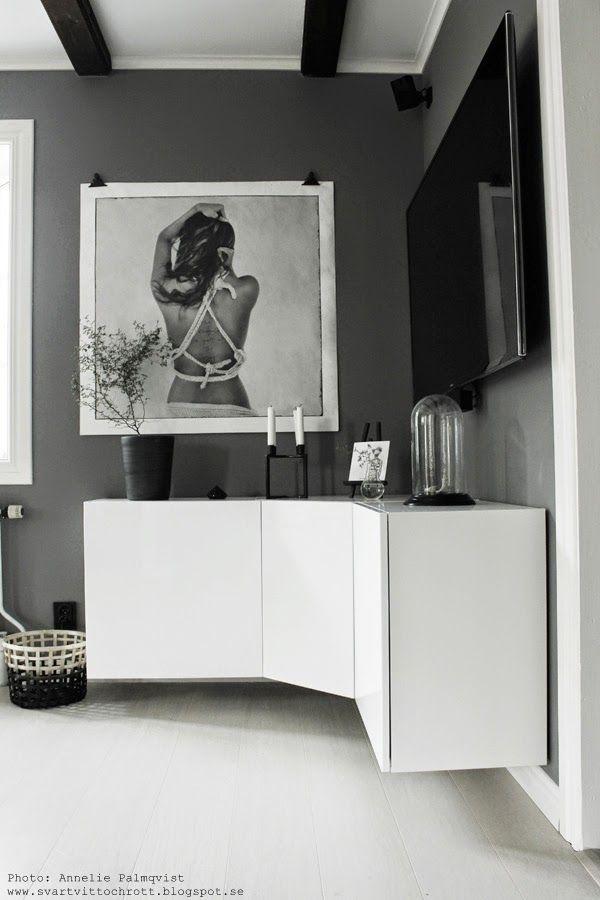 diy skåp, bygga eget vägghängd skänk, byrå, vit högglansig möbel, vitt, IKEA diy, vägghängda skåp i vinkel, vägghängt skåp, tips, inspiration, love warriors tavla, vitt och grått,