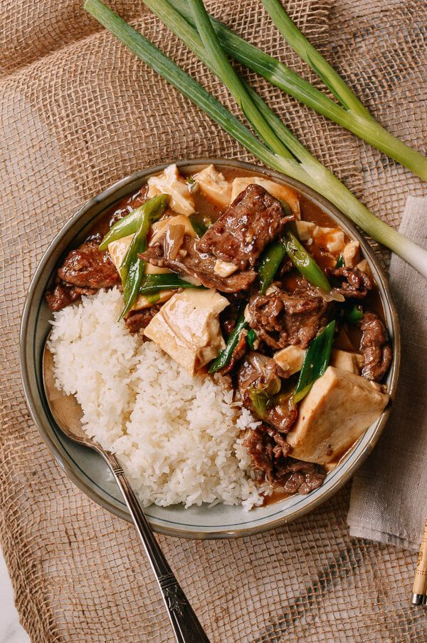 Beef Tofu Stir Fry recipe is one of those things on a Cantonese restaurant menu that is always calling out to me–usually when I'm stopping in a Chinatown takeout place for a quick lunch.