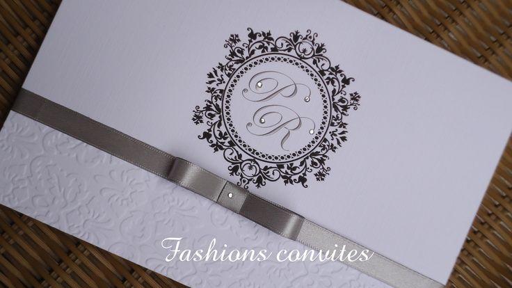 Convite no papel branco linho de alta gramatura 250g, com strass e fita com laço chanel,